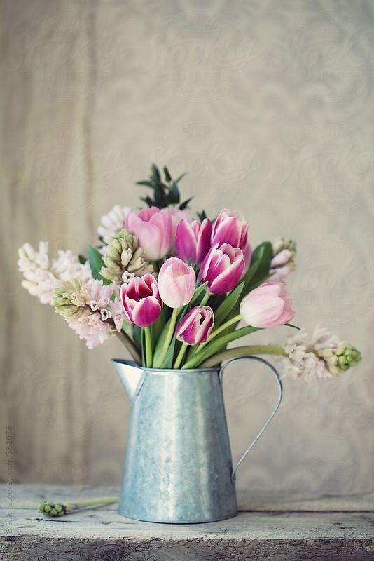 Prvý jarný deň sme mali včera a my sme sa rozhodli, že Vám trošku priblížime, čo si to na nás príroda na #jar pripravila 🙂  Aké nádhery nám začínajú rašiť zo zeme, a ako tu krásu vieme použiť nielen u seba #doma, alebo aj na svadbe.   Viac sa dozviete u nás na blogu:  https://www.easywedding.sk/blog/privitajme-spolu-jar/  #svatebniinspirace #svadobneinspiracie #svadba2021 #marec #svadbapreteba #svadba #svatba #blog #svadobnyblog #jarnekvety #jarneinspiracie  #tupipan #narcis - Obrázok č. 1