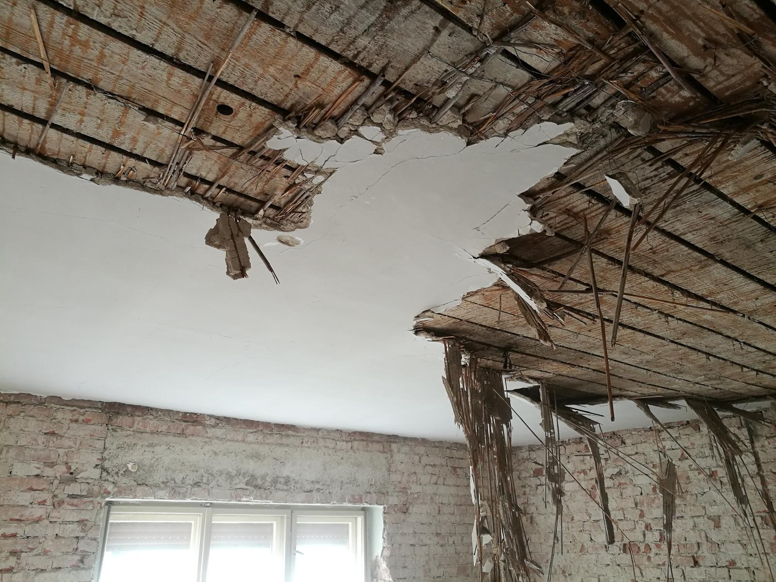 Náš budúci domov - rekonštrukcia rodinného domu - Najlepše to šlo dole s rýľom