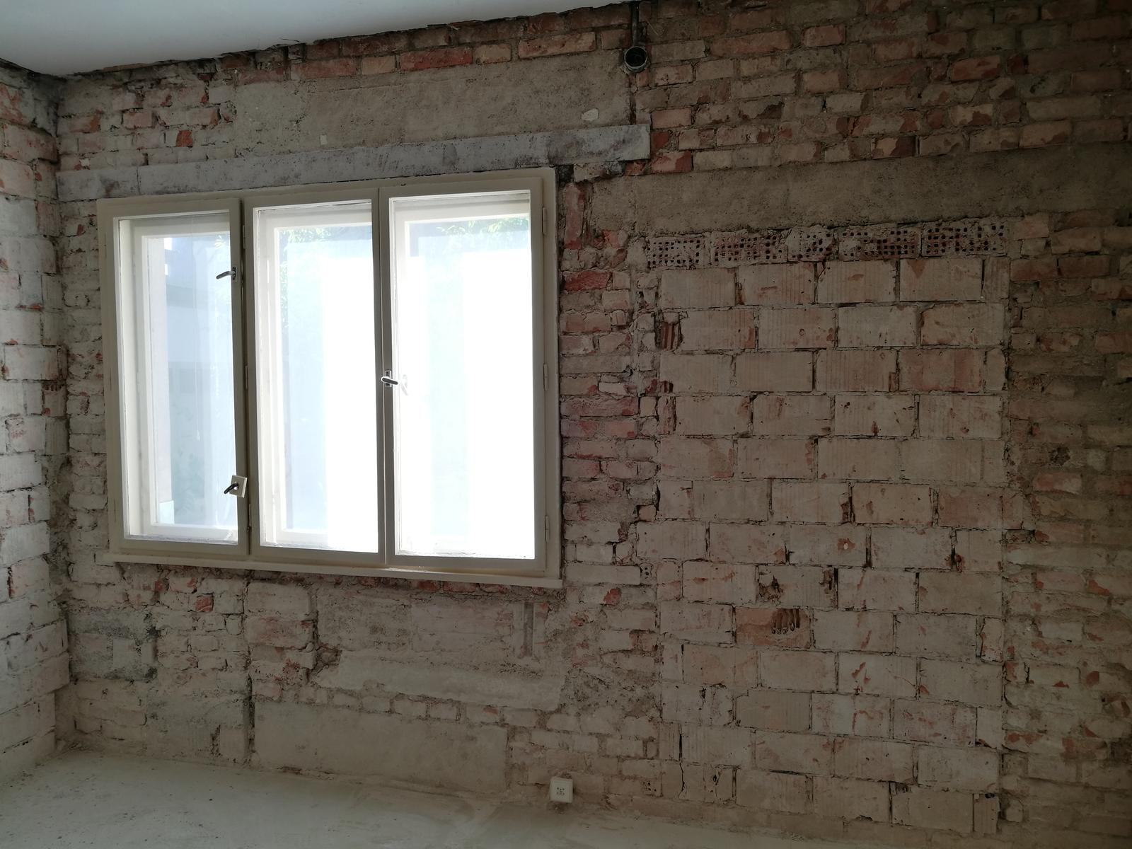 Náš budúci domov - rekonštrukcia rodinného domu - Prekľadateľská stena - preklad kde sa pozrieš. Stavalo sa z toho čo bolo.