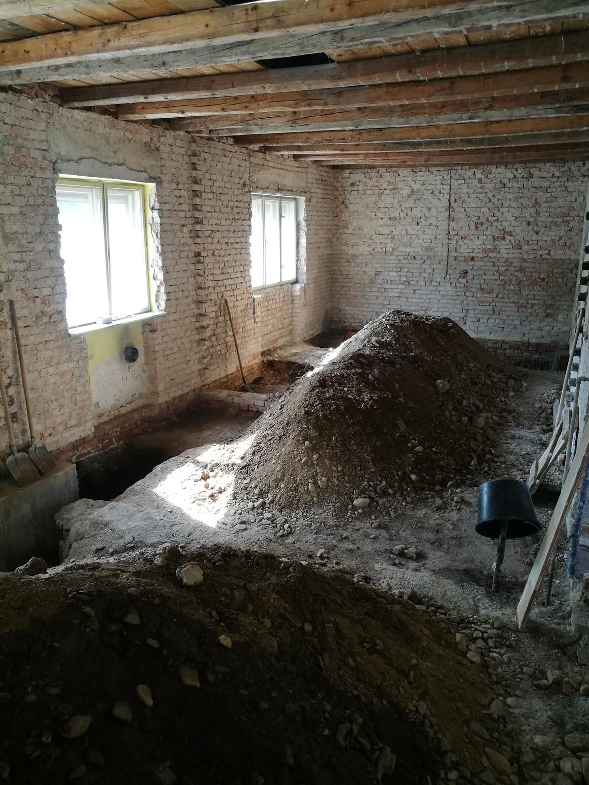 Náš budúci domov - rekonštrukcia rodinného domu - Vykopávky :)