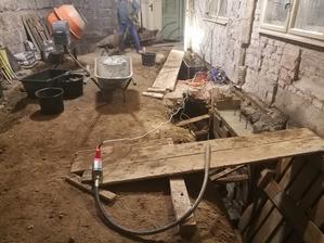 Betonujeme poslednú stenu :)