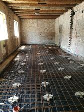 Uložené karirohože 8 x 150 x 150 na staré dlažobné kocky z dvora