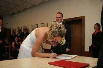 ...podpis manželky...