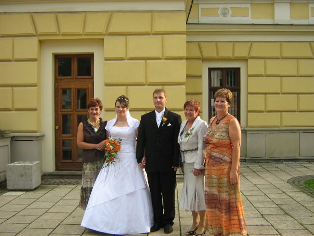 Paťka{{_AND_}}Maroš - s mamkou (vedla zenicha) a tetami