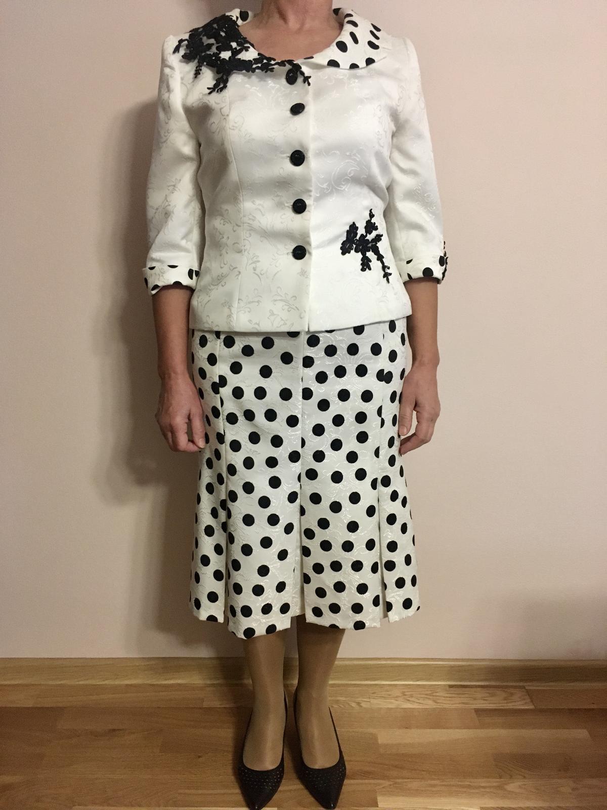 Kostým biely s čiernymi bodkami a čipkami - Obrázok č. 1