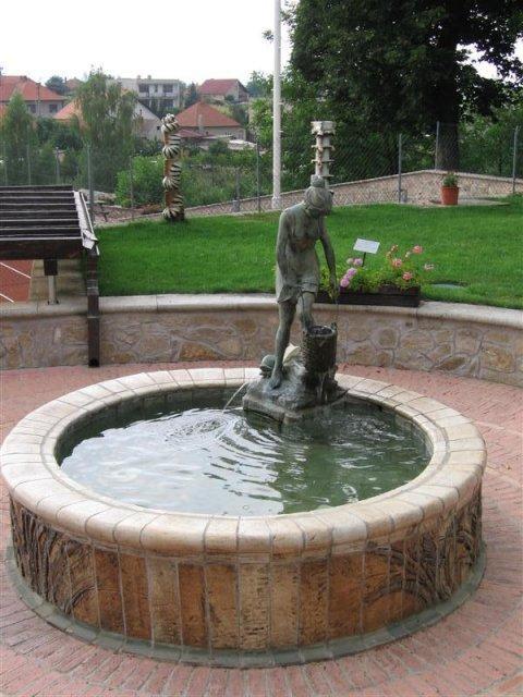Tartuf Beladice - Fontana v parku