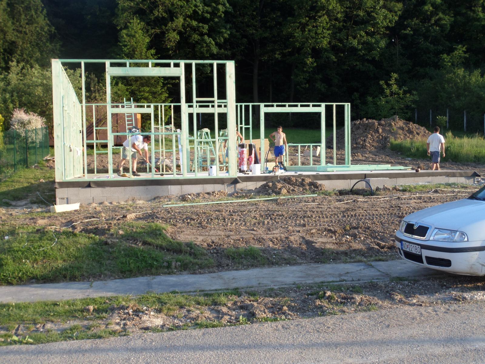 Bungalov Martina - 21.5.2014 - začala hrubá stavba