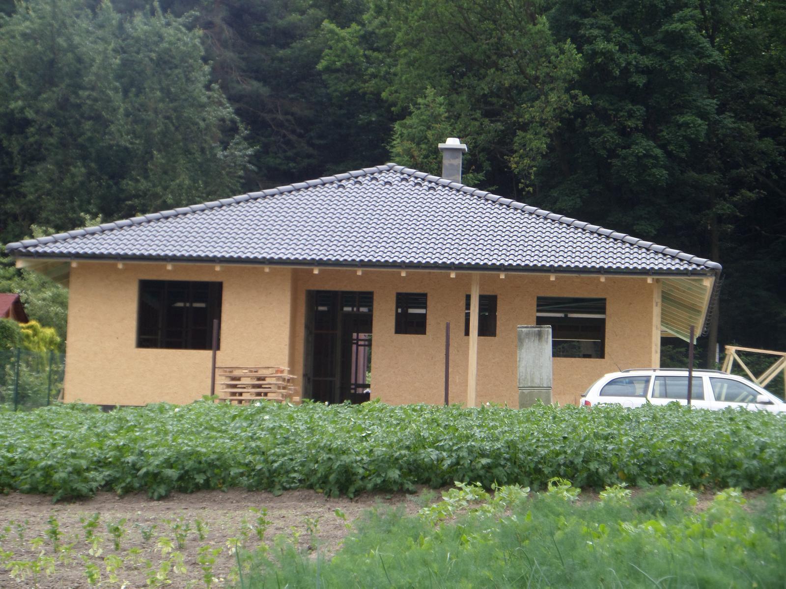Bungalov Martina - 29.5. strecha komplet hotová
