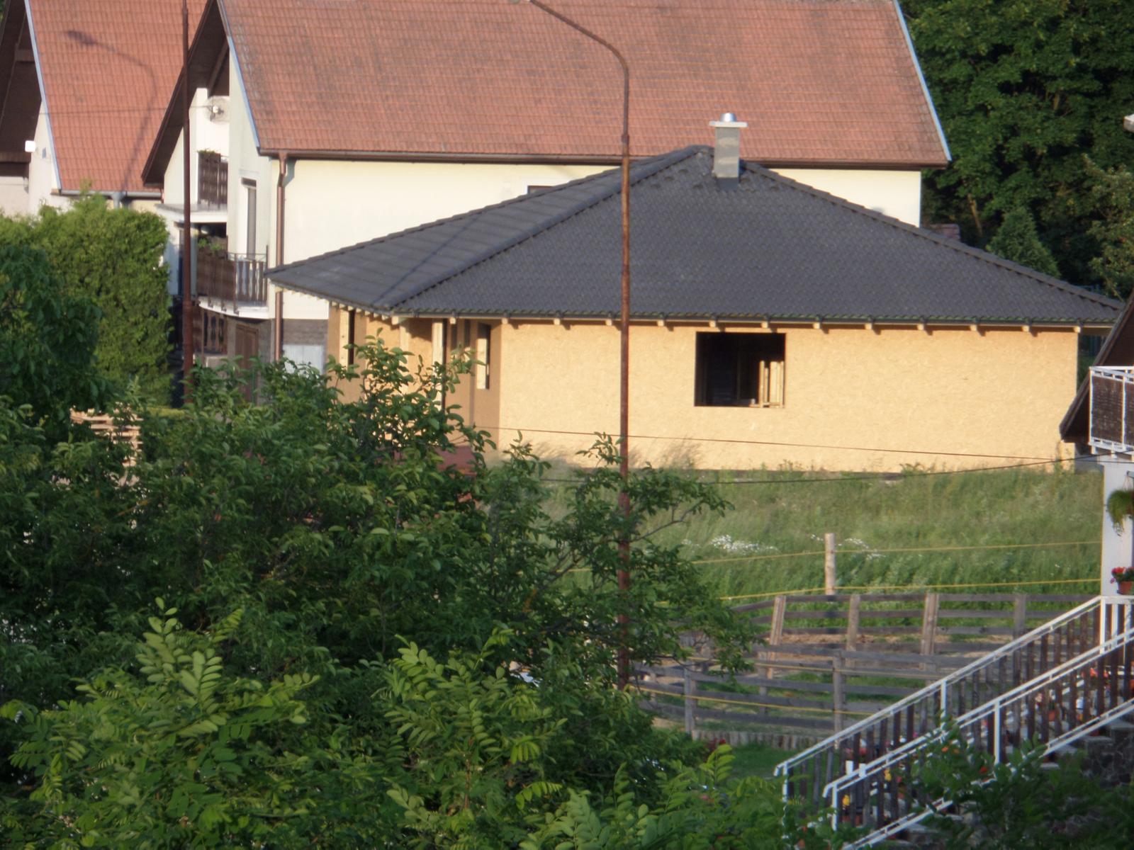 Bungalov Martina - hrubá stavba z diaľky