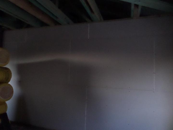 Časť vnútornej steny so sadrokartonom