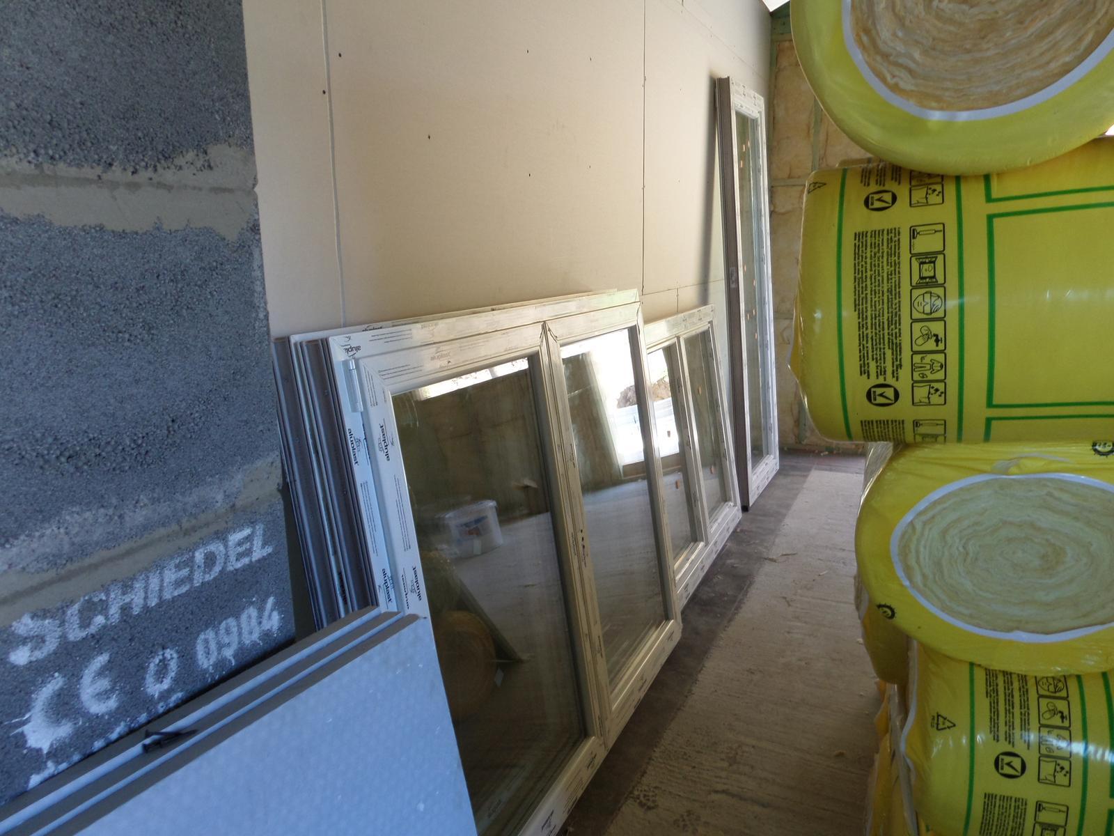 Bungalov Martina - 10.6.2014 privezené okná a vchodové dvere