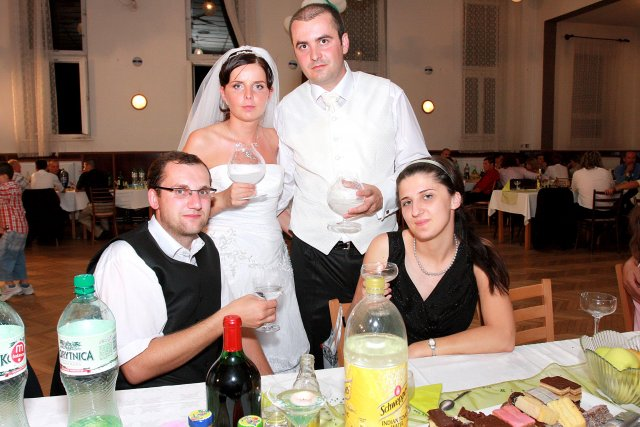 Jarka{{_AND_}}a Adrián Kašperovi - Foto s rodinou