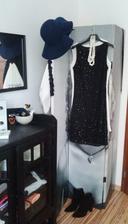 """.,pokus dosiahnut v spálni elegantný """"Chanel"""" štýl..a zakryť Marylin na paravane:))šaty za 3 eury:)"""