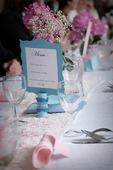 Svatební dekorace laděné do růžové, bílé a modré,
