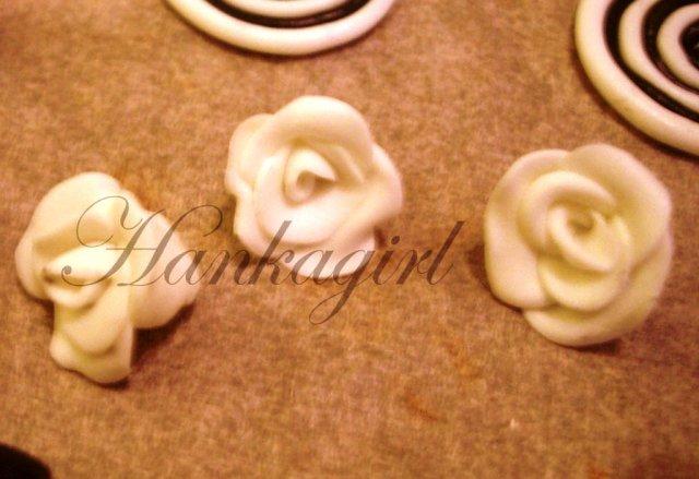 Pripravy a - Co sa da urobit k svadbe, ked je cas a chut - Ruzicky z fima tiez na dozdobenie, do vlaskov alebo na pierka (fimo a el.rura)