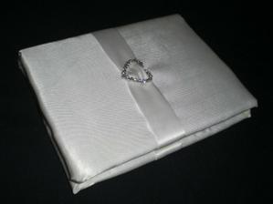 podpisova kniha na blahopriania (tvrdy zosit, vystelka, latka, stuha, brosna, lepidlo)