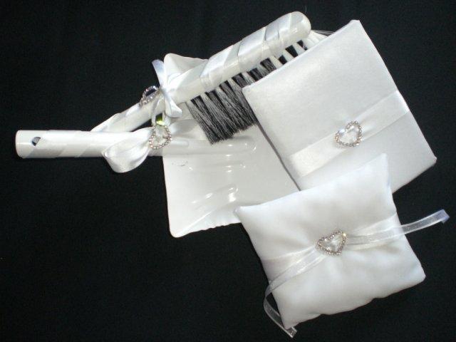 Pripravy a - Co sa da urobit k svadbe, ked je cas a chut - Set v kope (vankusik, kniha a lopatka s metlickou)
