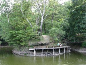 na tomto rybníčku sme to oznámili našim rodičom