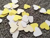 500ks konfet žluto-bílé barvy pro dekoraci tabule,