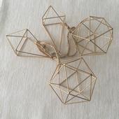 Zlaté dekorativní diamanty,