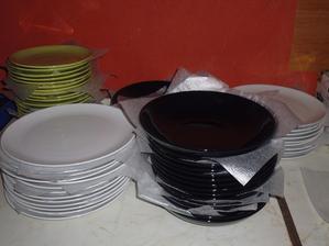 3 sady talířů