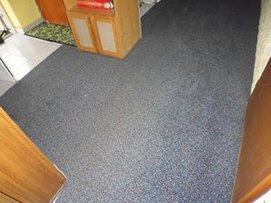 koberec v chodbě z bazaru