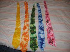 Některé z kravat, co jsem malovala..svatební bude oranžová, ale měla by být trošku tmavší...
