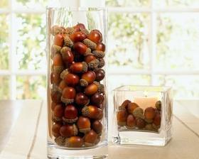 plody lesa vo vaze (mozu byt aj orechy, sisky...), mozme pridat aj sviecku