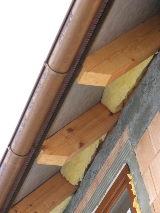 Pasivní dům - naše stodůlka - Kousek minerální vaty nám přečuhovalo zpodstřechy - navázal na to polystyren 24 cm