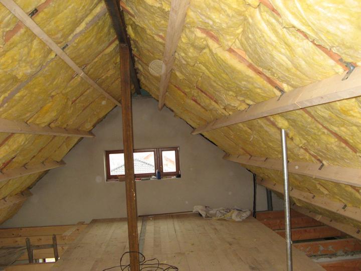 Pasivní dům - naše stodůlka - Zateplení střechy - 2. vrstva - 14 cm min. vaty