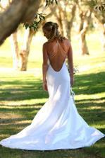 krásné šaty zezadu