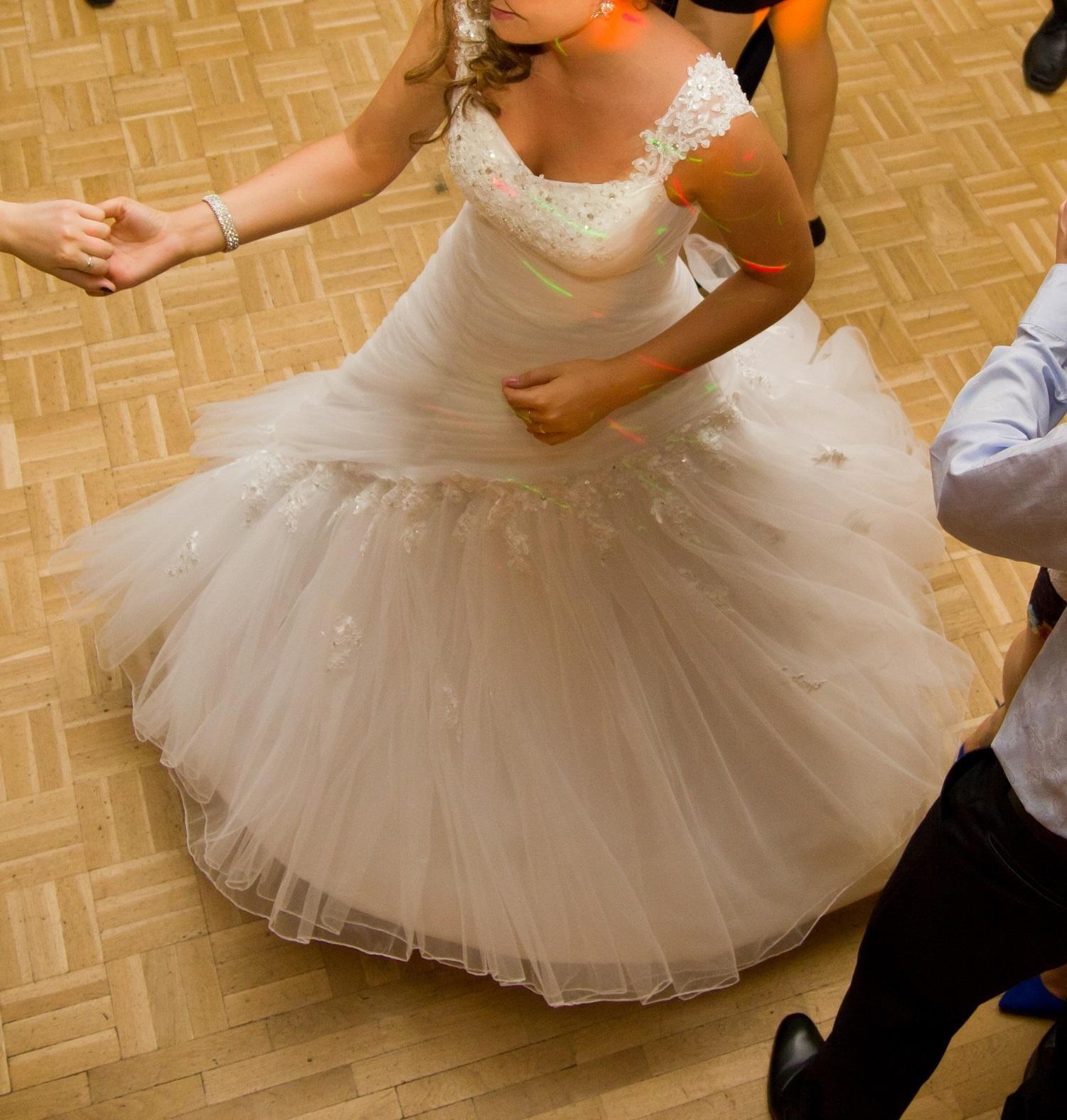 svadobné šaty vel. 36 + spodnička - Obrázok č. 2