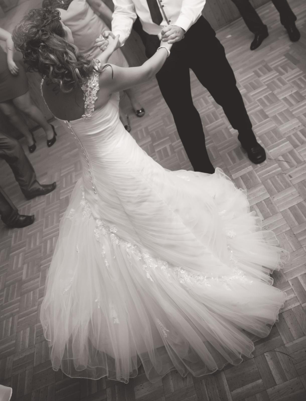 svadobné šaty vel. 36 + spodnička - Obrázok č. 4