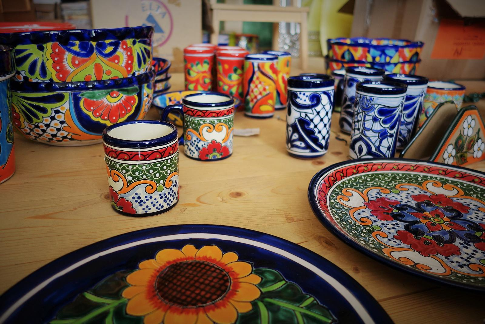 lagartija - Ponúkame aj pestro maľovanú keramiku.