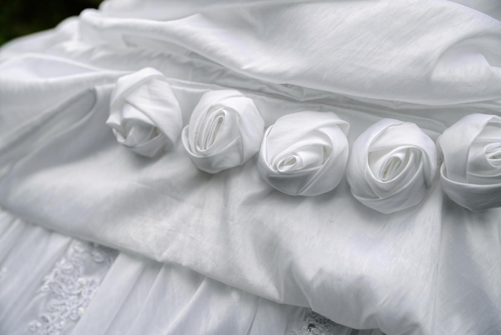 Romantické svadobné šaty s bolerkom - Obrázok č. 1