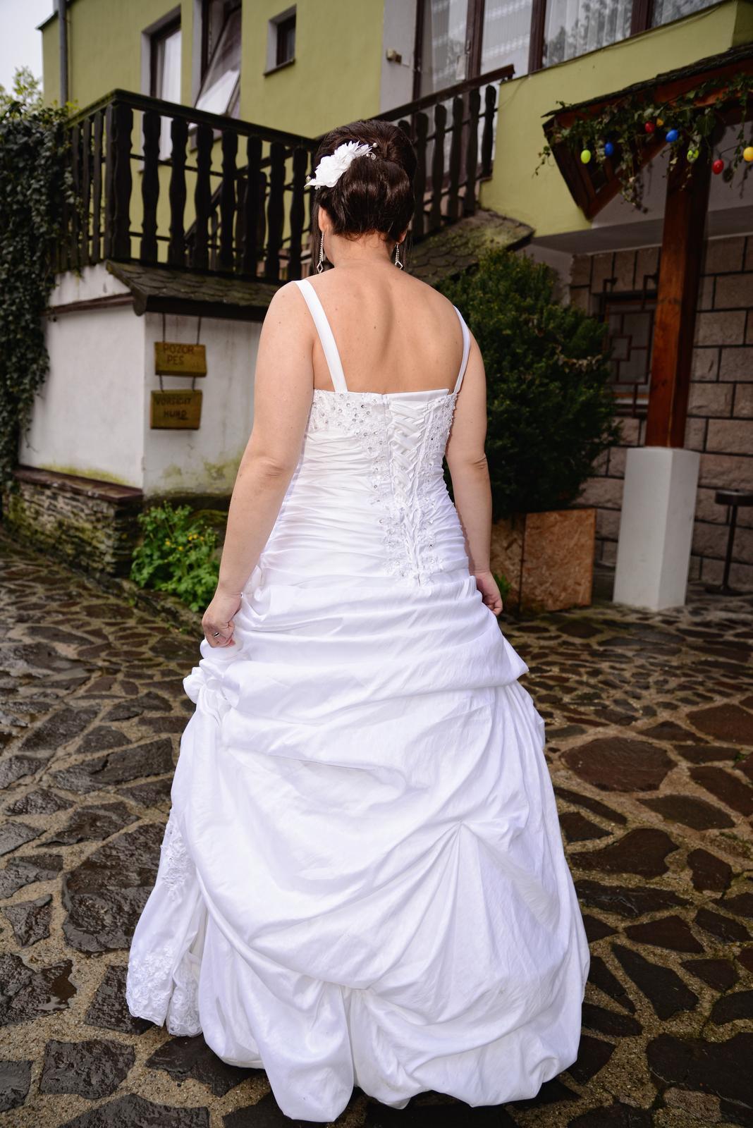 Romantické svadobné šaty s bolerkom - Obrázok č. 3