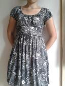 Čiernobiele kvetované šaty, 38