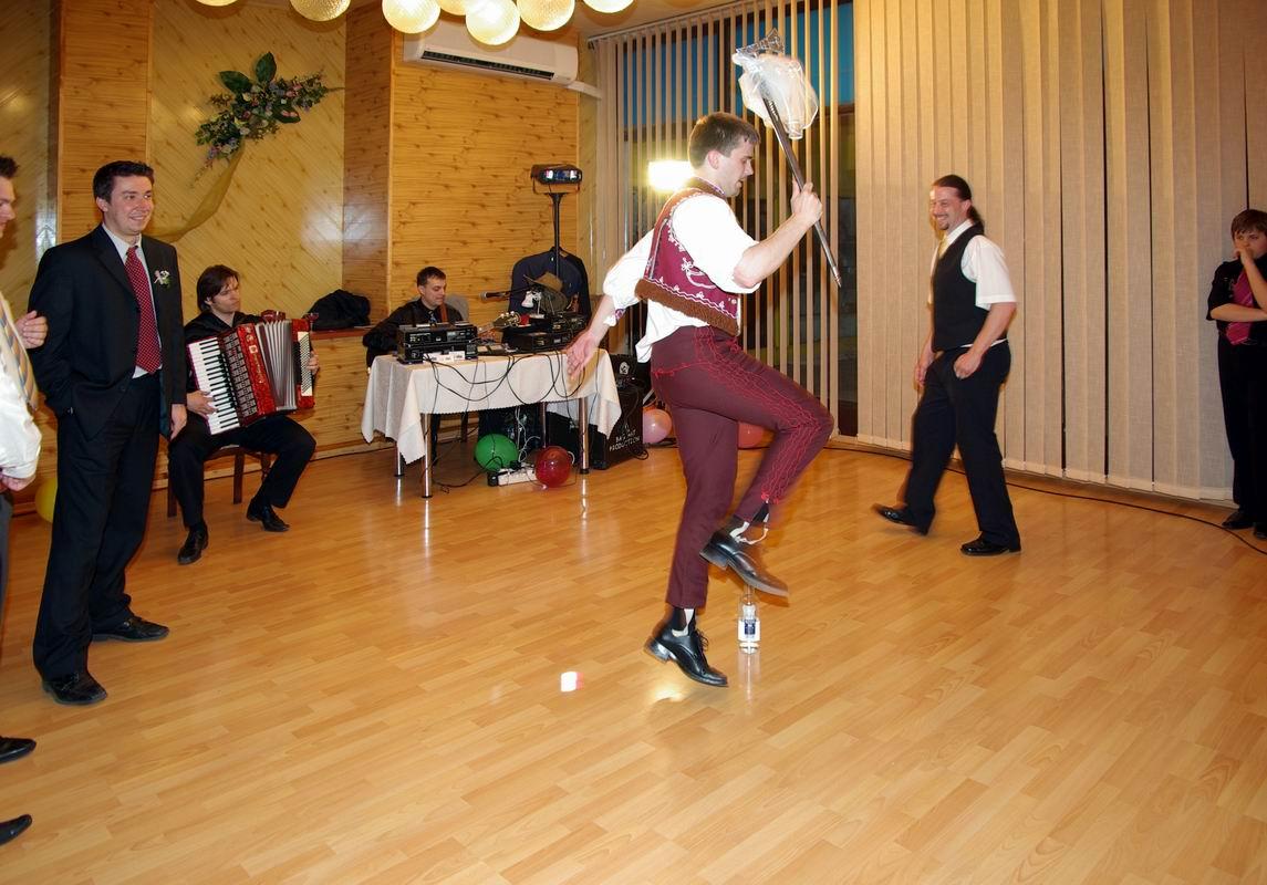 fsenky - Družbovský tanec sa začína.