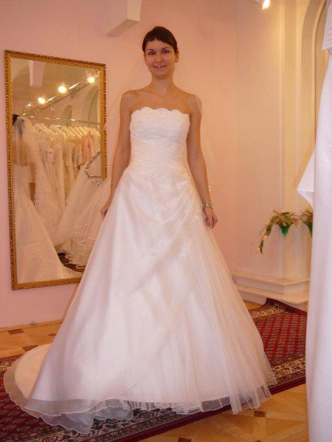 Zkouška šatů - svatební salon Evanie