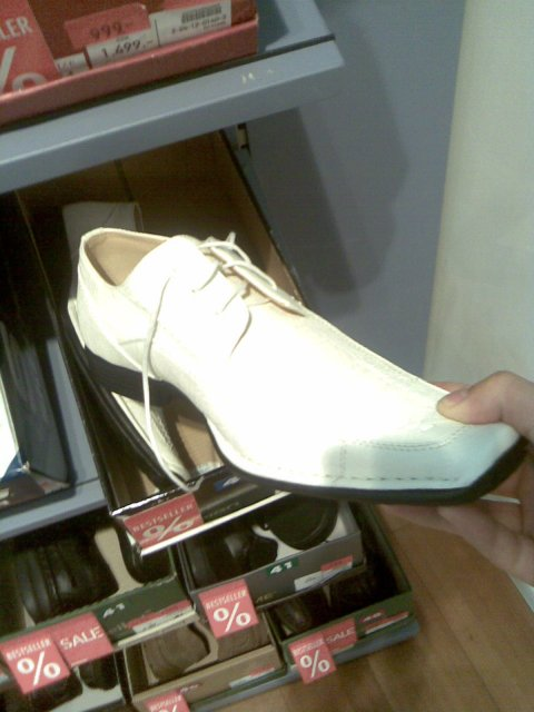 A takhle to bude... - takové bude mít boty můj miláček-smetanové-jako košili a kravatu