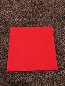 Červené ubrousky se vzorem,