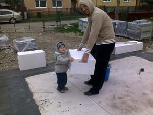 synovček s bratom nám prišli pomôcť :-)))