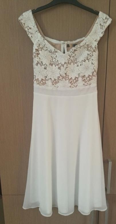 Bílé šaty s vrchní krajkovou částí - Obrázek č. 1