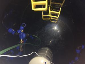 31.8.2018 - Pohlad dovnutra, nad zasobnikom je este frekvencny menic k cerpadlu.