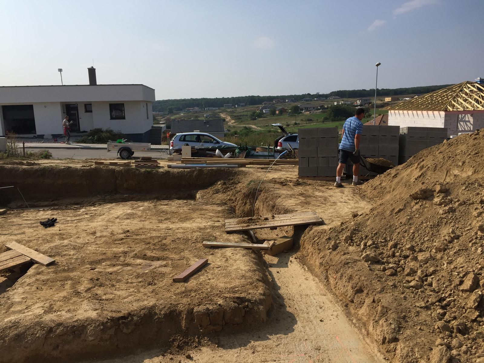 Srnka v Hájiku - 7.9.2018 - Dedko a otec makali od 8-00 :)