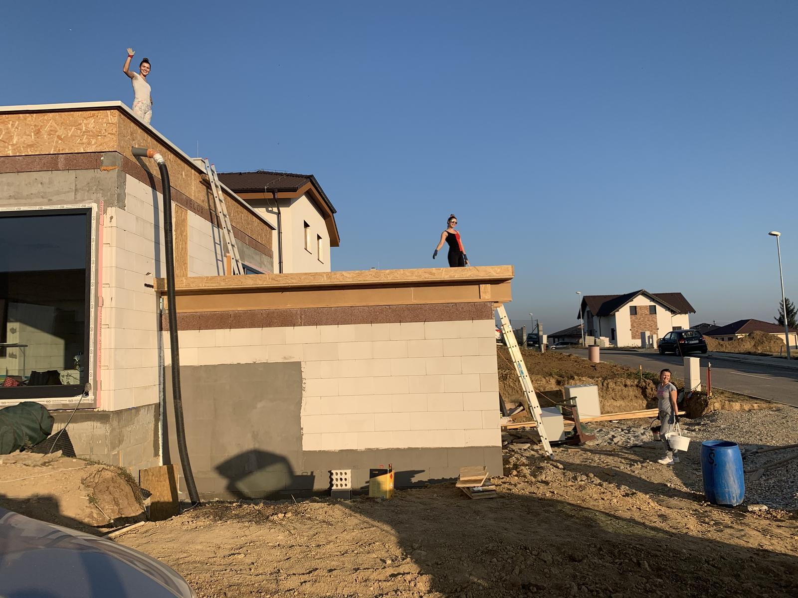 Srnka v Hájiku - 27.10.2019 - dnes sme robili atiku na dolnej streche a dievcata medzi tym kyblovali strk na strechu 🤣