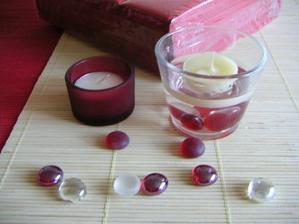 tak dekorace bude laděna do červena... aspoň použiju některé vánoční věcičky :o)