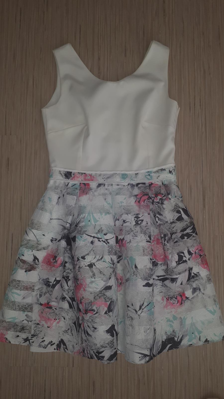 Biele šaty so vzorovanou áčkovou sukňou - Obrázok č. 1