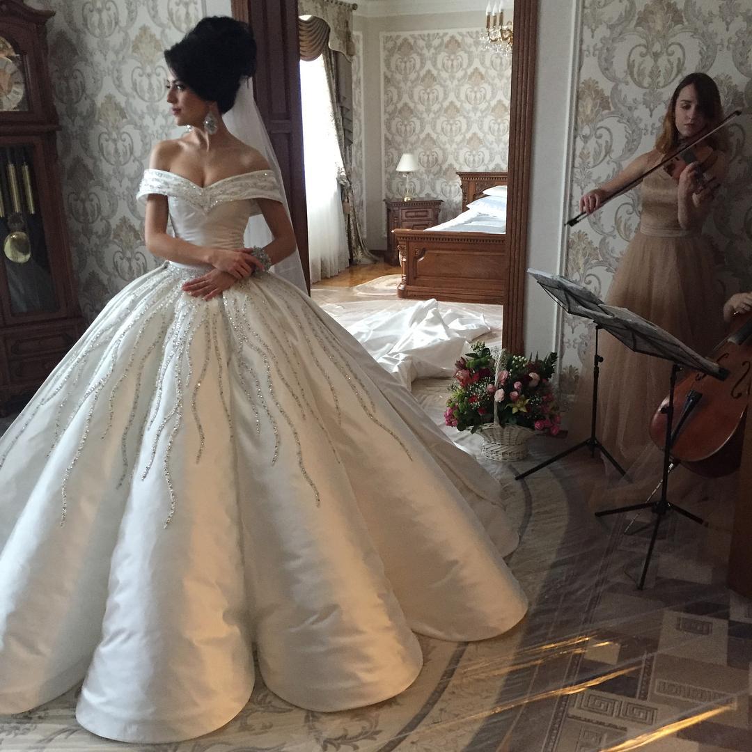 96c8058bc593 ... obvode a veľmi by som také šaty chcela mať na svojej svadbe. Videli ste  také naživo  Alebo mali ste niektorá také  Budem veľmi vdačná za každú  radu