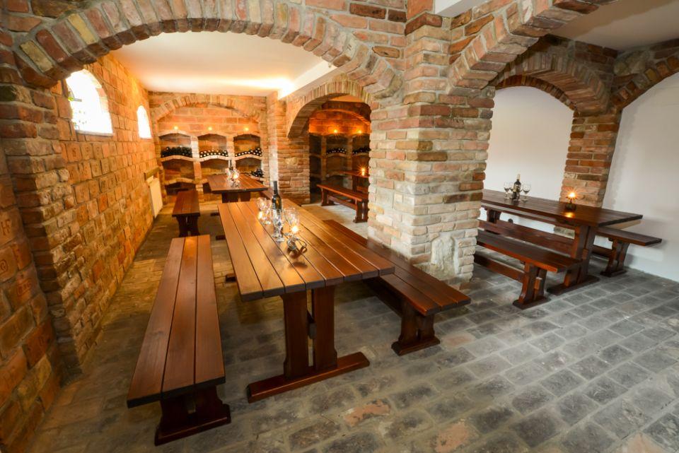 Svatební přípravy - Vinařská část rodiny ocení plánovanou ochutnávku na místě v době focení :)